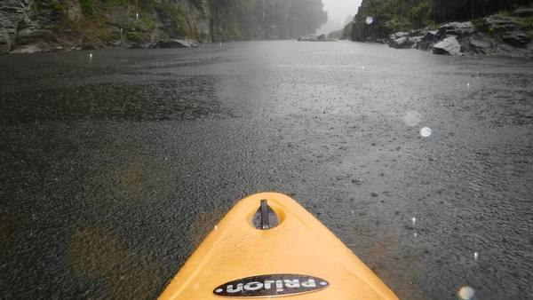 長瀞のカヤックスクール:ウェイブグライド/雨の中のパドリング
