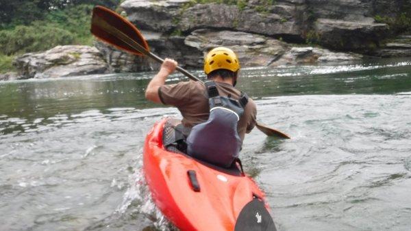 長瀞のカヤックスクール:ウェイブグライド/流れる水の上