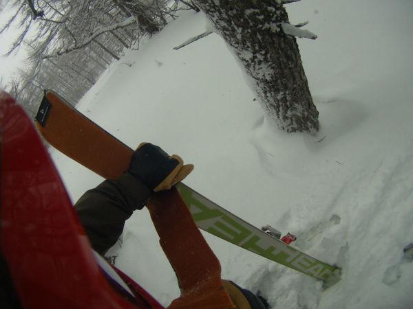 スキーを履いて山を登るためには!
